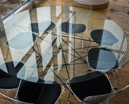 Veja dicas de como usar móveis com as hairpin legs na decoração