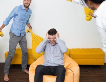 Dicas de etiqueta sobre barulhos em condomínios