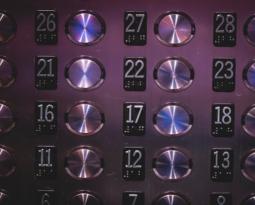 5 cuidados essenciais para o uso do elevador