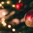 Não desliga o pinheirinho de Natal? Veja os cuidados para uma decoração segura