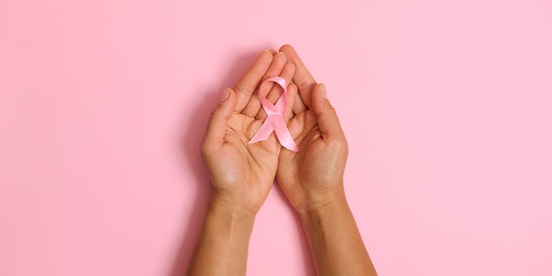 Outubro Rosa: A importância das mulheres conhecerem suas mamas e perceberem alterações suspeitas