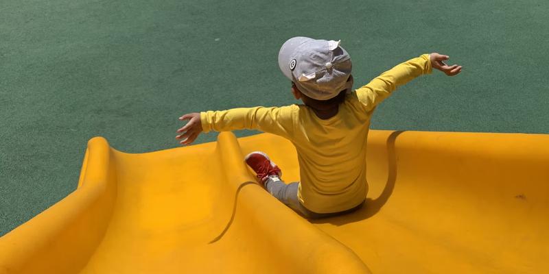 Como escolher brinquedos para o playground do condomínio?